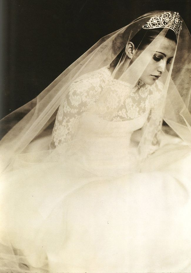 Traditionalist - What kind of Bride are you? #verawangVerawang, Vera Wang, Paolo Roversi, Bridal Veils, Classic Beautiful, Brides, Dresses 2012, Inspiration Dresses, Beautiful Image