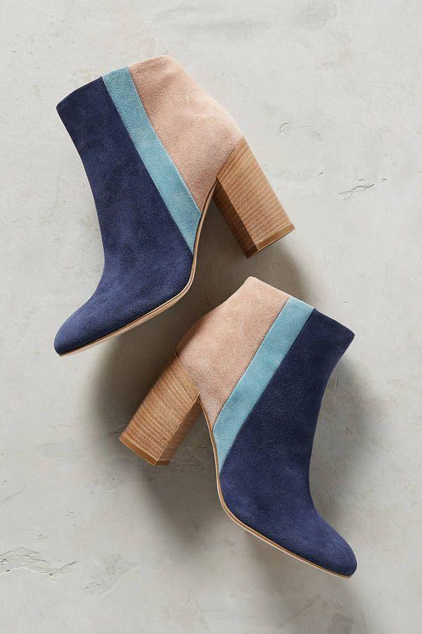 Des bottines originales en crème et nuances de bleu.  shoes  shoesaddict d4d66a4c1c39