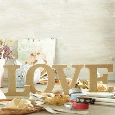 Nuevas letras LOVE de madera para que podáis decorarlas con washi tape o pintarlas como más os guste! por 12,95€ http://www.unabodaoriginal.es/es/letras-love-madera-natural.html