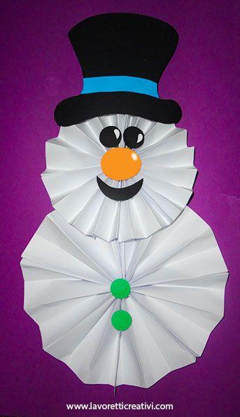 I vostri bambini sono sempre alla ricerca di nuovi lavoretti per decorare la loro cameretta? Questo pupazzo di neve è un'idea da provare subito. Basta pieg