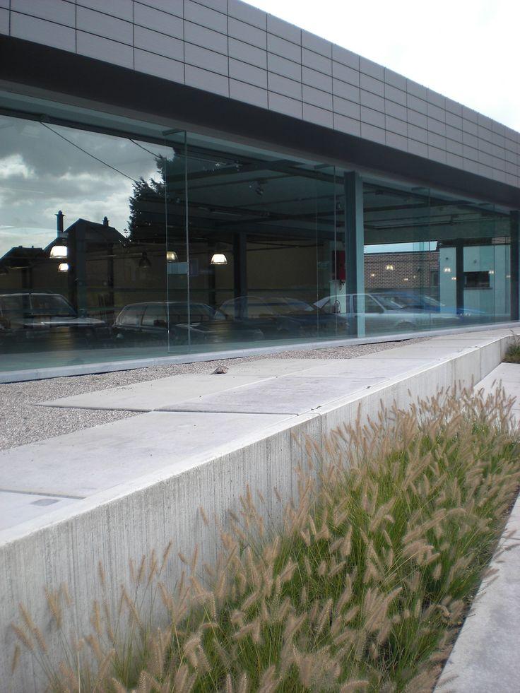 bedrijfstuin ternat 2008 (Pennisetum alopecuroides, betonplaten, betonnen keerwand, kiezel)