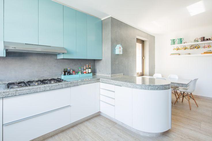 Cocina blanca celeste muebles madera dproject 2