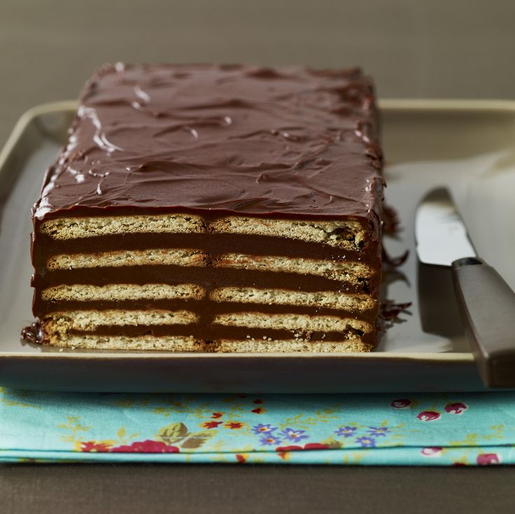 Recette de Gâteau au Véritable Petit Beurre LU® et au chocolat. Il vous faut : chocolat noir de cuisine, beurre, Véritable Petit Beurre LU®