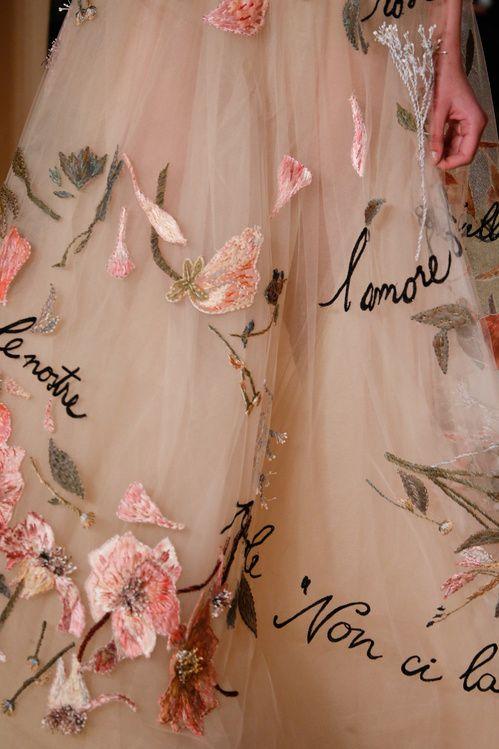 Les broderies du défilé Valentino haute couture printemps-été 2015 http://www.vogue.fr/mode/news-mode/diaporama/les-broderies-du-dfil-valentino-haute-couture-printemps-t-2015/18827/carrousel#3 jaglady
