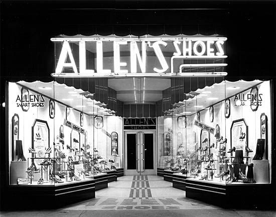 517 Main St.  demolished  Completed: 1934  Demolished: 1951    The shoe store's Art Deco façade was installed on the Binz Building at Main and Texas. Completed in 1894, the six-story Binz Building was Houston's first skyscraper. Allen's Shoes relocated in 1941, but remained a fixture on Main Street through the late 1950s.