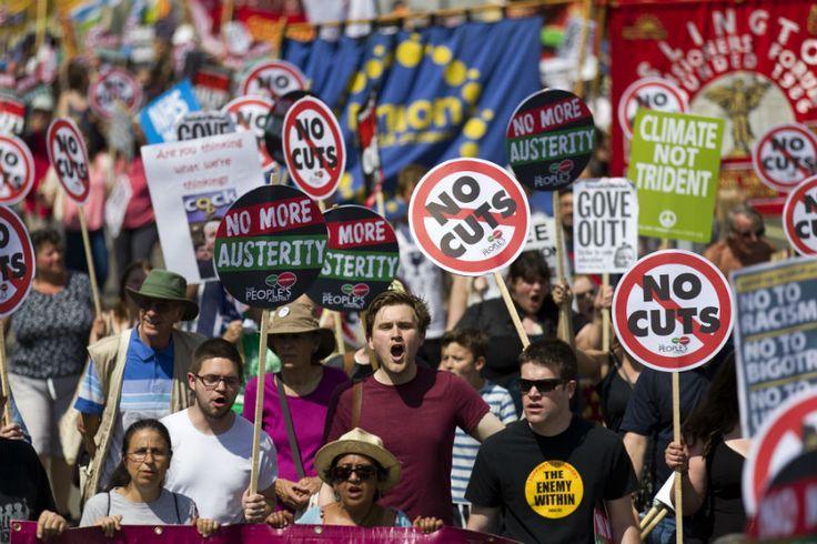 Protesto em Londres pede fim das políticas de austeridade | #Austeridade, #DéficitPúblico, #Protesto, #ReinoUnido, #RussellBrand