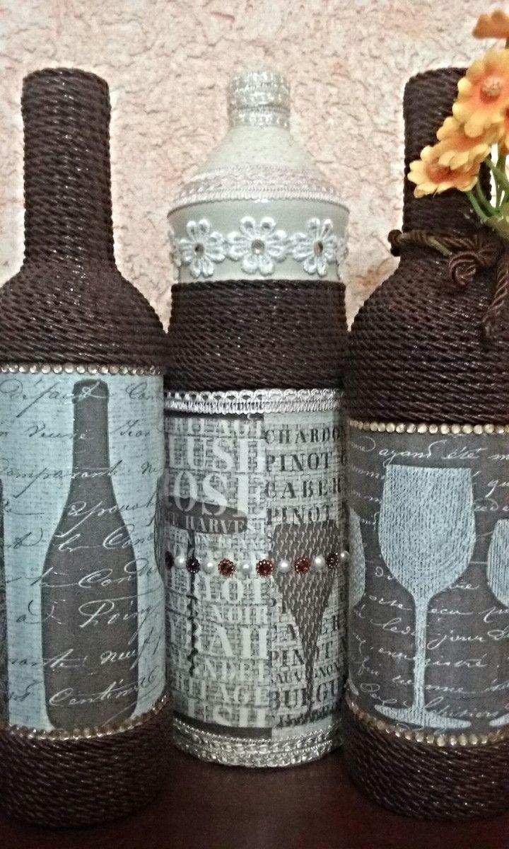 Kit com 3 garrafas decoradas.  Garrafa de vidro, pintada e decorada através da técnica de decoupage, tira bordada, cordão, aplique em strass e arranjo de flor.   Pronta entrega.