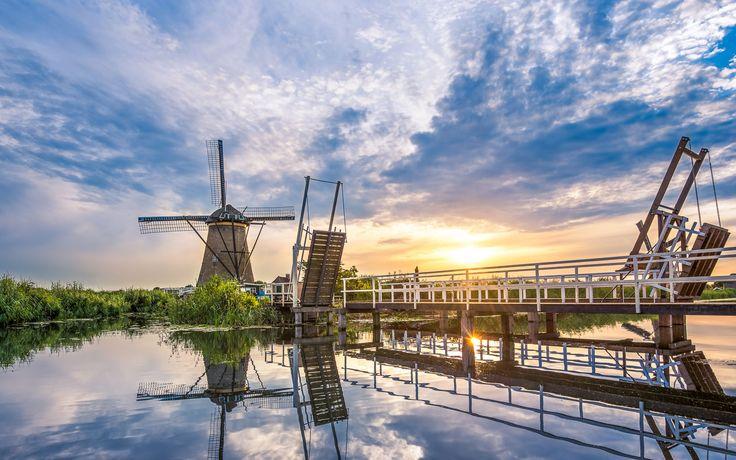 Kinderdijk-sunset-mill