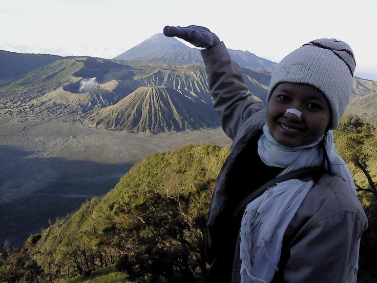 sangat suka dengan gema suara ketika kita teriak diatasnya :)  30 Juli 2011 #Bromo #wonderful #indonesia