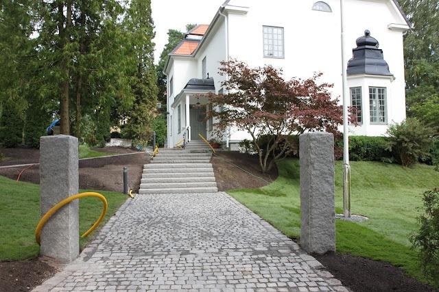 Tankar från Trädgårdsmästarn: Entré i gatsten och maffiga granitstolpar