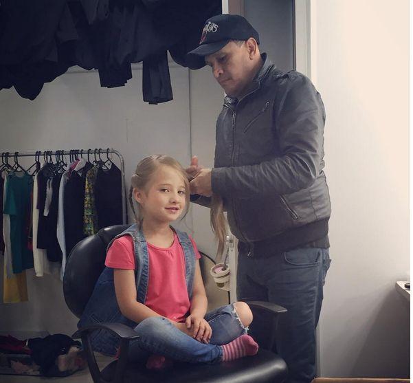 Preparando a Isabella Castaño para un día de fotos. Duprée. Moda . #Backstage