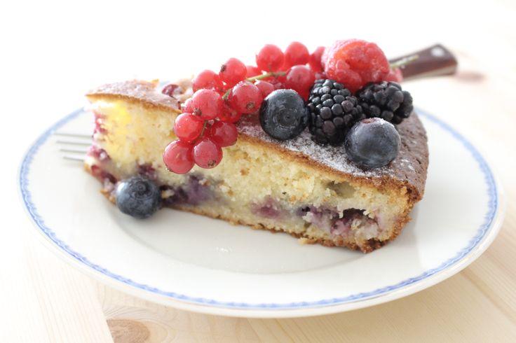 Šťavnatý mascarpone koláč s lesným ovocím