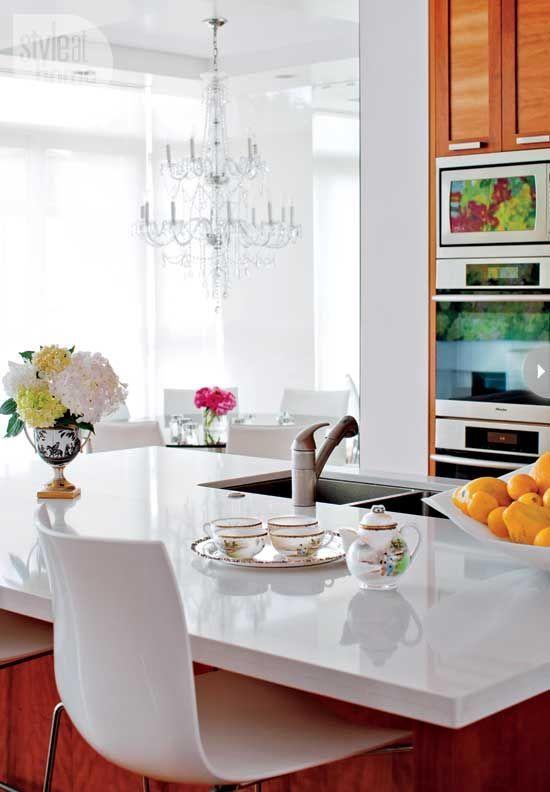 Möchten Sie eine elegante Küche? Dann wählen Sie unsere Quarzstein Arbeitsplatte.   http://www.caesarstone-deutschland.com/quarzstein-arbeitsplatten-moderne-arbeitsplatten-quarzstein