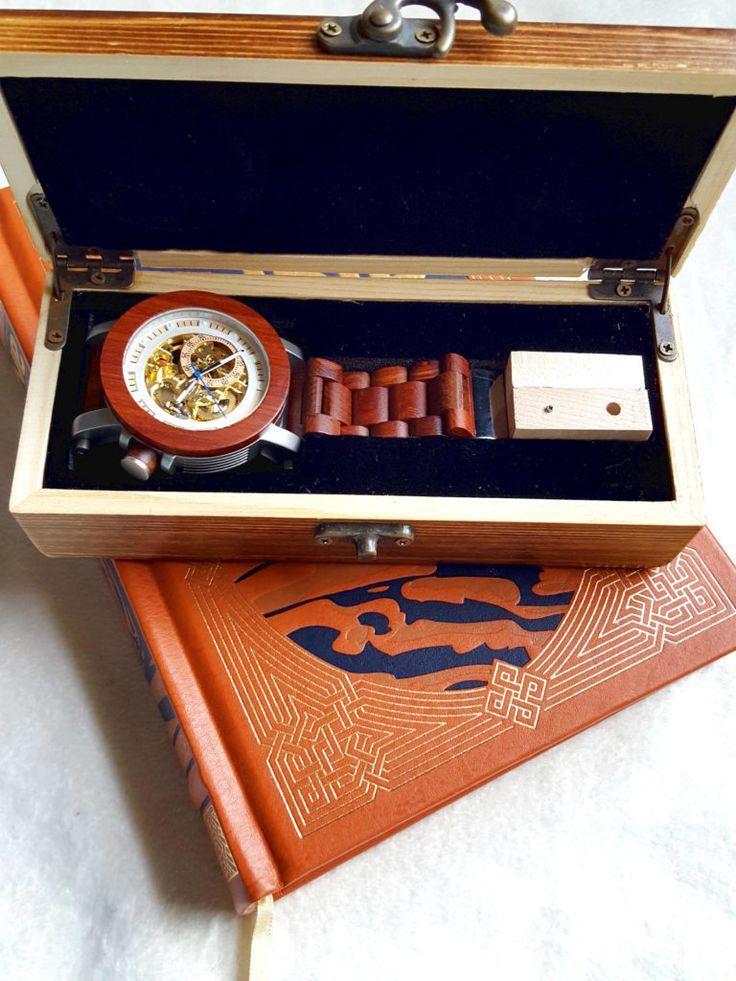 Would you like a wooden Watch Feat YAK wood Watches. #woodenwatch #fashion #giveaway #style #shopping #watches #kineticwatch #yakwood #menswear #laieswear