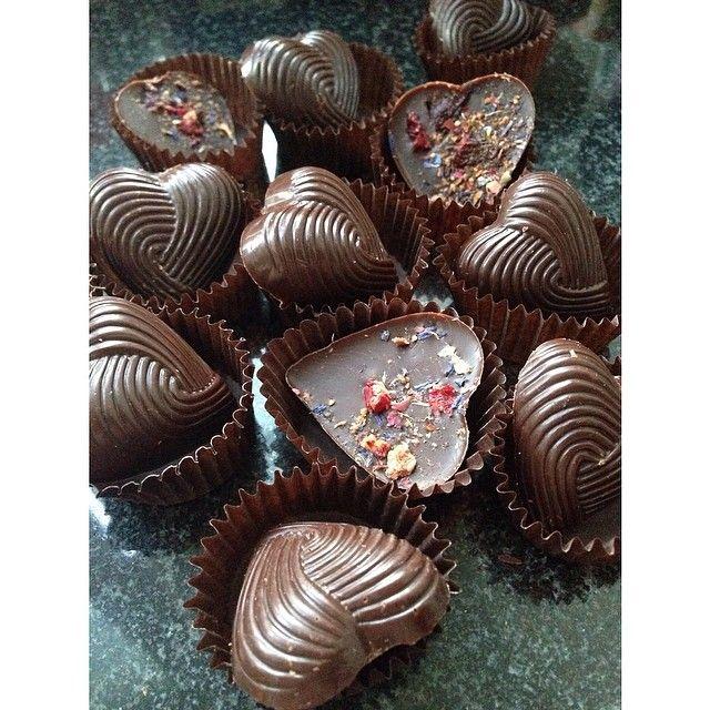 """и вот такие)) снова темный шоколад-вишня-Тонка-""""наилучшие пожелания"""" 😊  #umnicca_шоколад #umnicca_homepastry"""
