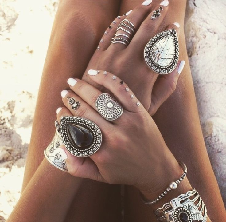 Rings --Jewels. All That Glitters. Pretty Things. Diamonds. Jewelry. Accessories. Bling. Crystals.  Rings. Crowns. Shine. Ice.