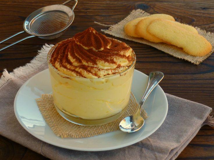 La crema di mascarpone è un delizioso dolce al cucchiaio,un classico per tutte le stagioni, che non ha davvero bisogno di presentazioni. Potete utilizzarl