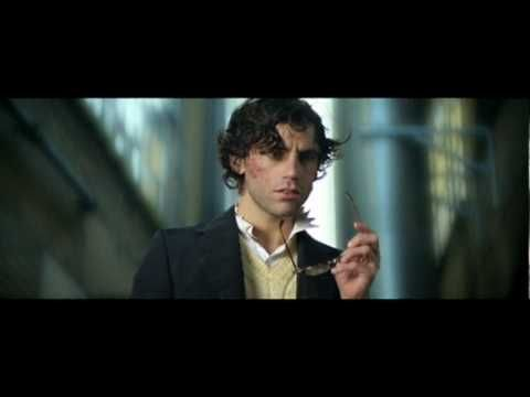 VIDEO MIKA vs. RedOne official music video : Kick Ass (We Are Young) : 2010