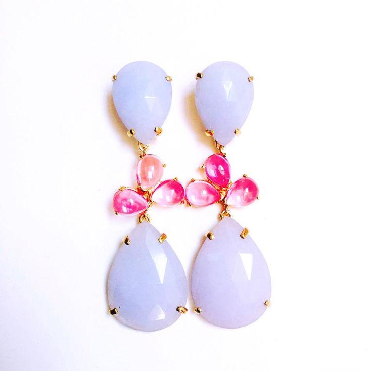 Pendientes de plata con baño de oro de 18kts jade azul y piedras hidrotermales rosas  Posibilidad de personalizarlos
