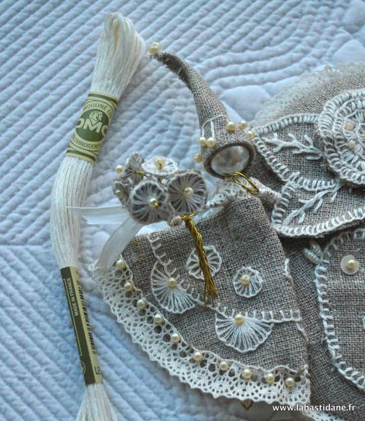 TAST (take a stitch tuesday) Buttonhole project... check it out, it's fantastic! Such a great idea too!