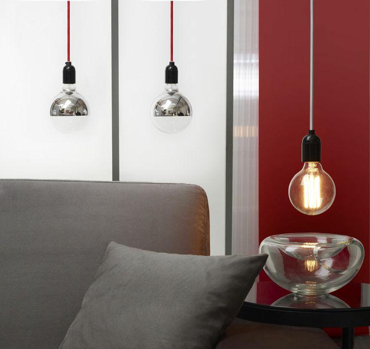 Suspension ampoule et fil couleur rouge metal et chrome