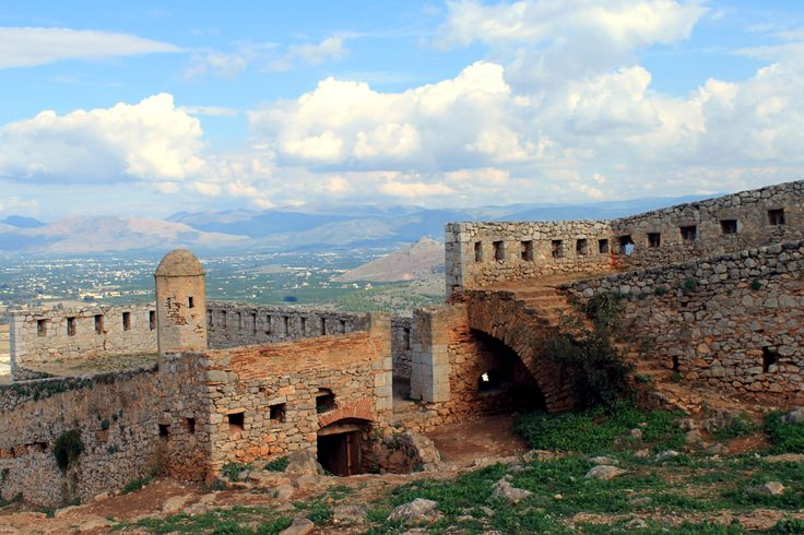 Palamidi Fortress, one of the biggest and most well-maintained castles in Greece and a great example of Venetian fortifications. Located in Nafplio, Peloponnese, Greece.