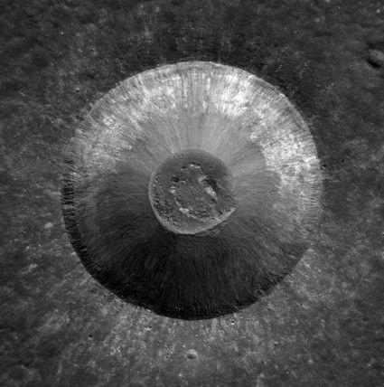 La splendeur d'un cratère lunaire