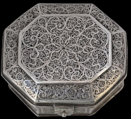 Indo-Portuguese silver filigree box, 17th century