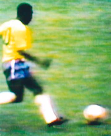 Robert Davies, Pele v Czechoslovakia Brazil v Czechoslovakia, 4-1 (Group stage), 3.06.1970, Estadio Jalisco, Guadalajara, Mexico, 1998 / 2006 © www.lumas.com #lumas