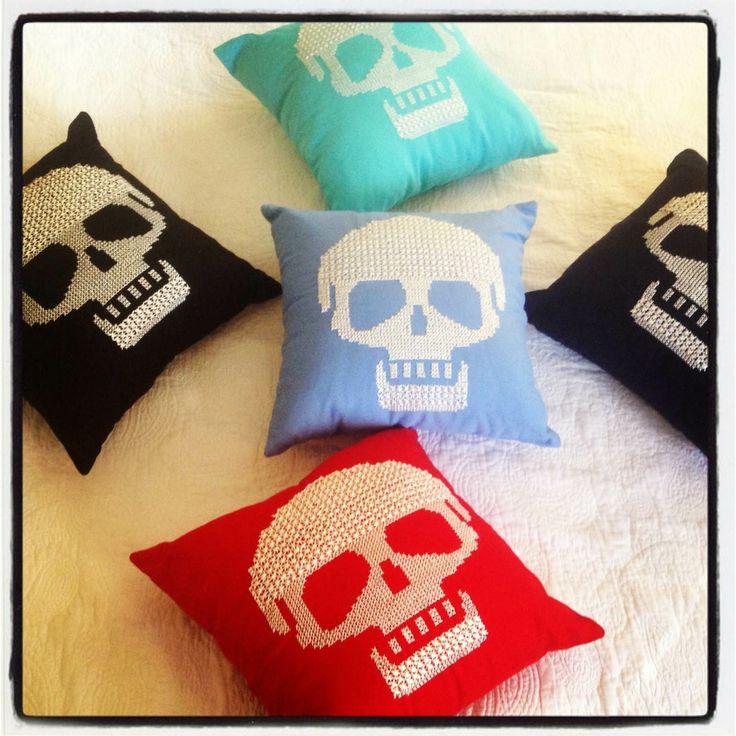 Kurukafa Kanaviçe Yastık #scull #handmade #pillow #home #decor