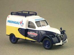 Citroën 2CV AZU Propagaz (Eligor) 1/43e minicarweb.fr : Eligor décline depuis avril 2013 la 2CV AZU aux couleurs de Propagaz, la société française de vente de gaz liquéfié. Il s'agit ici de propane, le butane étant vendu sous le label Butagaz. La 2CV AZU est équipée d'un 425 cm³ à partir de septembre 1954 et doit son U à sa vocation utilitaire. Dès 1955, c'est chez Panhard que seront fabriquées les 2CV fourgonnettes de Citroën.