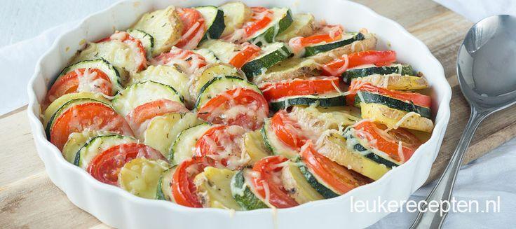 Leuk om te serveren als bijgerecht: schijfjes tomaat, courgette en aardappel uit de oven