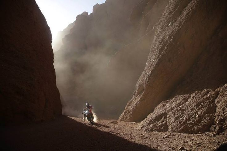 5. Januar, San Miguel de Tucuman, Argentinien: Der Amerikaner Ricky Brabec liegt in der dritten Etappe der Dakar Rally in Führung. Später scheidet er wegen eines Defekts aus, es gewinnt Sam Sunderland. (Bild: Martin Mejia / AP)
