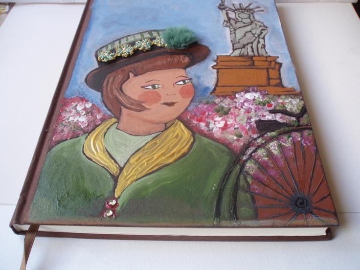 """Libreta entelada pintada a mano con motivo """"NUEVA YORK VINTAGE"""" con adornos de pasamaneria , lomo cosido, 96 páginas , papel pautado de 80gr., marc..."""