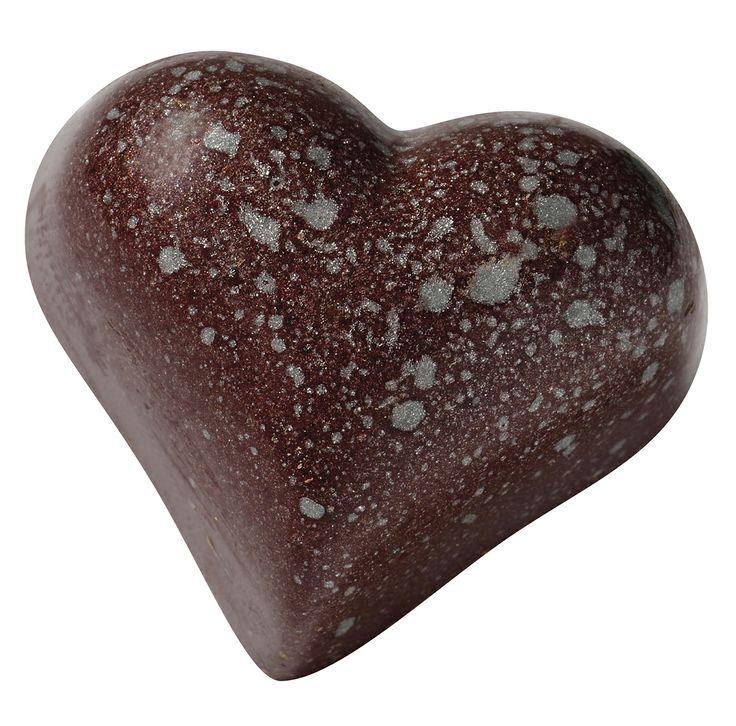 Douceur Coquine : praliné à la noix de pécan. L'inattendu à portée de lèvres Jacques Bockel, Chocolatier-Créateur -  www.planet-chocolate.com