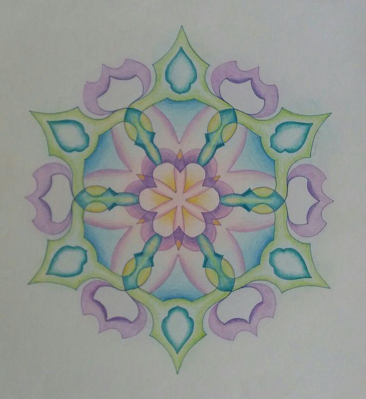 Sjablonen mandala en zacht kleuren