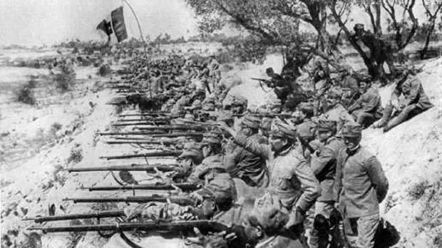 Italian soldiers on the banks of the Isonzo River