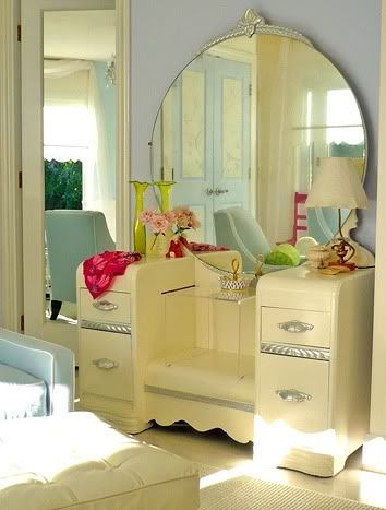 I LOVE that vintage dressing table and the gigantic mirror!--somebody did one heckuva job on this baby !