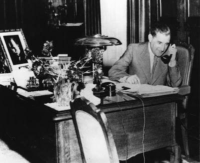 António de Oliveira Salazar nasceu no Vimieiro, Santa Comba Dão a 28 de Abril de 1889 e morreu em Lisboa a 27 de Julho de 1970.O seu percurso político iniciou-se quando foi Ministro das Finanças por breves meses em 1926 voltando ao mesmo cargo entre 1928 e...