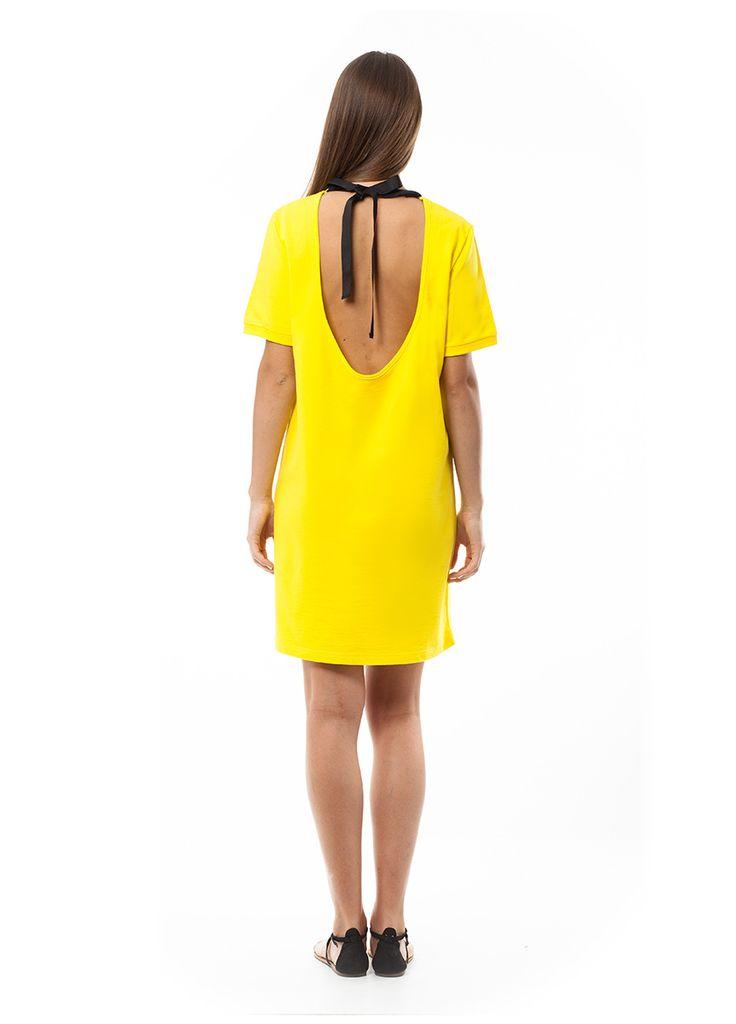 Open back dress. Find it online at www.disu.gr