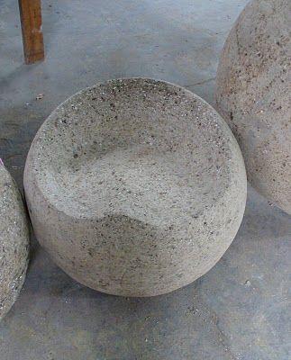 Hypertufa garden seat- this website has many beautiful garden and decoration ideas.