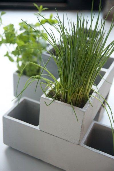 bouwstenen plantenbakken   mooie potten om kruiden in te kweken   BRIQ   ZOOK.nl #tuin #tuinen #kruiden