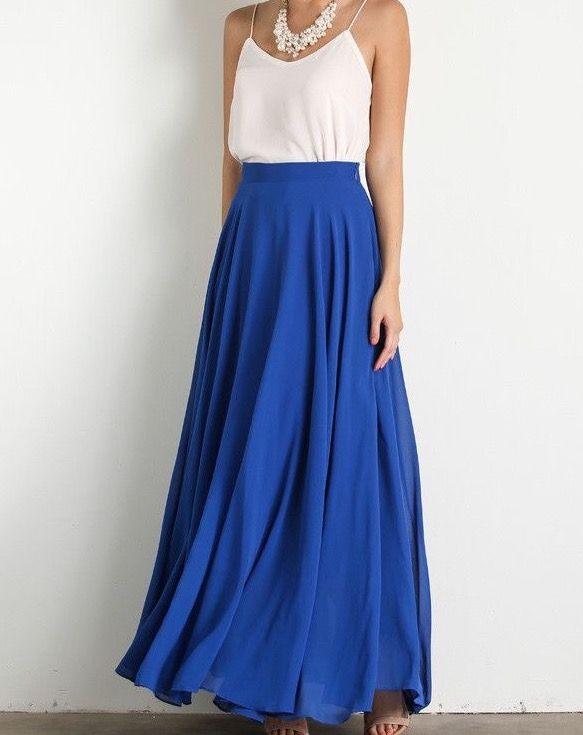 Falda azul larga + blusa de seda crema | Finalmente fue el estilo elegido para la celebración de la boda civil