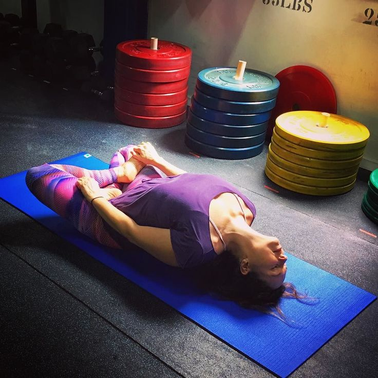 Day 3 of #HeartWideOpen Yoga challenge is Matsyasana.  Hosts: @trinifoundation @taylorhuntyoga  Photo by @crossgirlsrj  #LiaCaldasYoga #yoga #yogini #yogachallenge #yogagirl #yogalife #yogalifestyle #yogalove #yogario #yogarj #yogaerrejota #yogaeveryday #ashtanga #ashtangalife #ashtangayoga #ashtangalove #ashtangi #ashtangario #practiceandalliscoming #onebreathatatime #yogaaddicted #yogainspiration #yogaphotography #crossgirlsrj #projetoliacaldas #projetoliacaldas2017