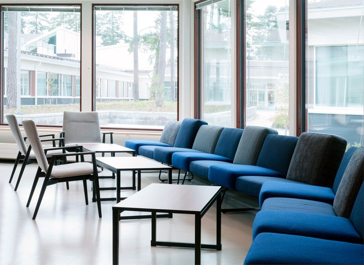 Lounge space at Tapiola school and high school / Sistem Interior Architects
