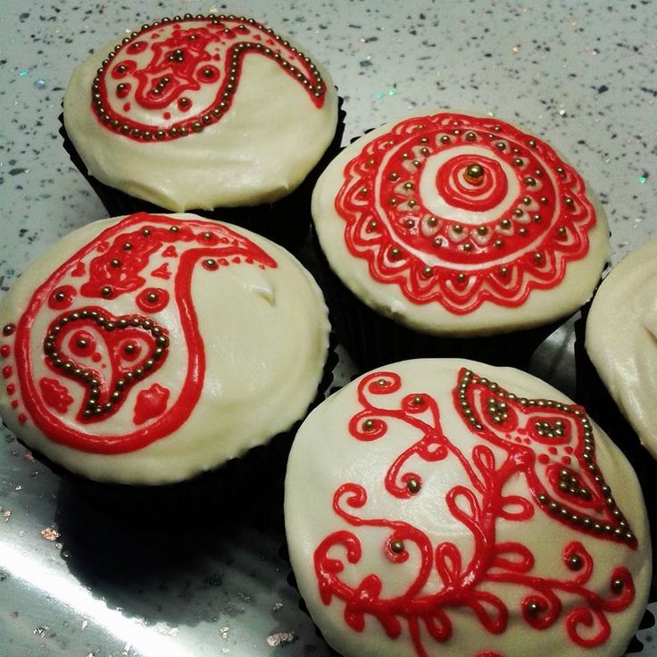 Henna inspired Raksha Bandhan cupcakes