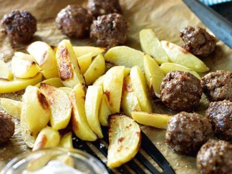 Köttbullar med fetaost  klyftpotatis och tsatsiki Receptbild - Allt om Mat