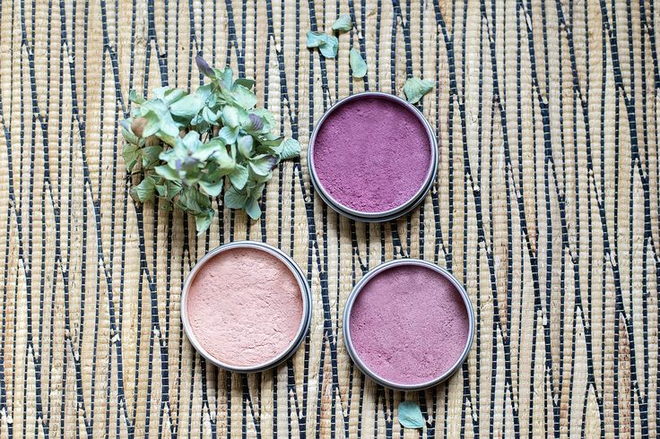 Keep your skin healthy by making your own blush from natural ingredients.Homemade cosmetics are simple to make with herbal ingredients.