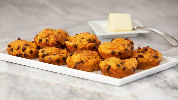 Carrot Apple Ginger Tea Cakes from Juicer Pulp. Ingredients: 2 cups carrot/apple/ginger pulp, 1½ cups almond flour, 2 teaspoons baking powder, ½ teaspoons cinnamon, ¼ cup sugar, ½ teaspoon salt, 1¼ cups coconut/amlond mil,k ¼ cup EVOO, 1 teaspoon vanilla extract, mini dark chocolate chips (optional)