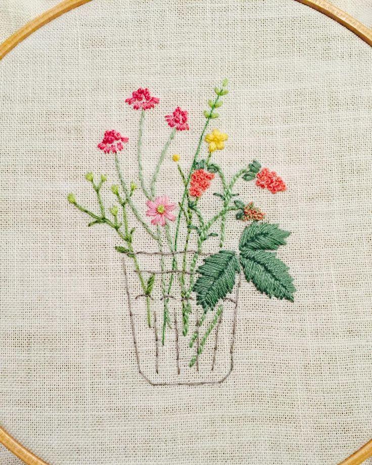 Embroidery                                                                                                                                                                                 Mais